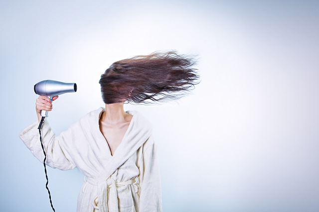 fénování vlasů
