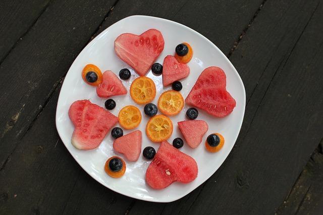 ovoce na talíři